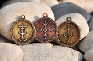 Amuleti z vilinskimi simboli