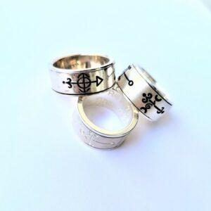 Prstan moči z vilinskimi simboli